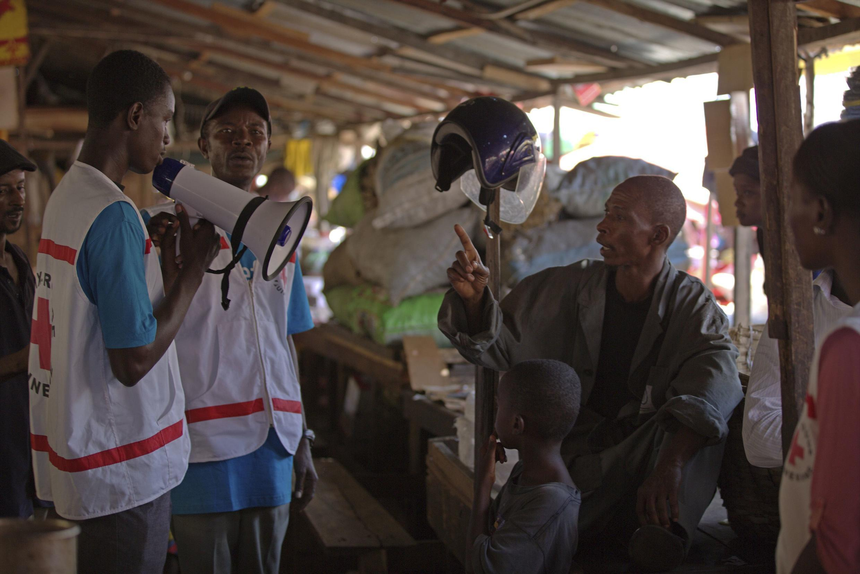 Dịch Ebola đang hoành hành tại bốn quốc gia : Sierra Leone, Guinea, Liberia và Nigeria - REUTERS /UNICEF