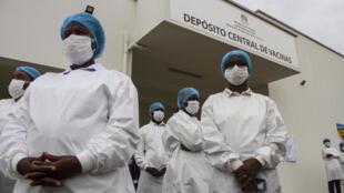 Profissionais de saúde angolanos.
