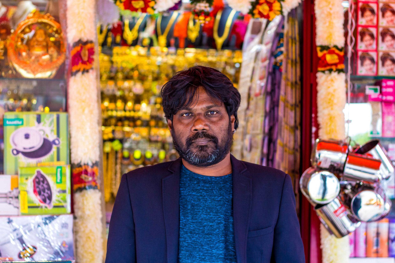 """Antonythasan Jesuthasan est romancier avant d'être ce génial acteur de """"Dheepan"""" (Palme d'or à Cannes en 2015) qu'on connaît."""