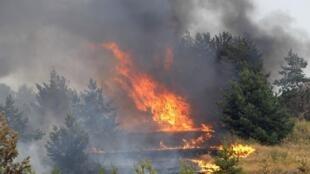 L'inquiétude grandit alors que les flammes se rapprochent de sites nucléaires.