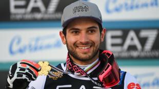 La joie du Français Mathieu Faivre, médaillé d'or du slalom parallèle aux Championnats du monde de ski alpin, à Cortina d'Ampezzo en Italie, le 16 février 2021