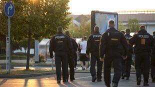 Полицейские в немецком городе Хейденау, 23 августа 2015.