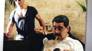 """O presidente venezuelano Nicolás Maduro (dir.) em um dos vídeos que o mostram durante jantar em restaurante chique de Istambul. Ao fundo, o famoso chef turco chef turco Nusret Gökçe - conhecido como """"Salt Bae""""."""