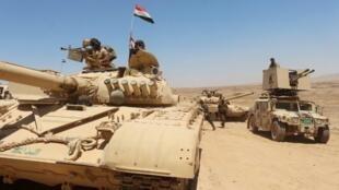Sojojin kasar Iraqi a kan tankokin yaki.