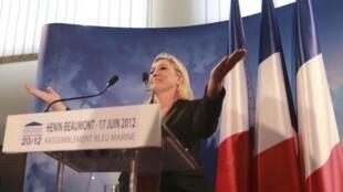 Marine Le Pen, présidente du Front national et candidate malheureuse aux législatives, le 17 juin 2012 à Hénin-Beaumont.