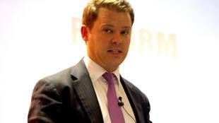 O deputado conservador britânico Aidan Burley foi filmado ao participar de uma festa com símbolos nazistas em um restaurante.