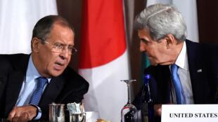 Ngoại trưởng Mỹ John Kerry trao đổi với ngoại trưởng Nga Lavrov về hồ sơ Syria tại New York, Mỹ, ngày 22/09/2016.