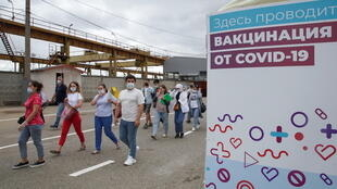2021-06-30T122127Z_1566180511_RC20BO90AGT5_RTRMADP_3_HEALTH-CORNAVIRUS-RUSSIA-VACCINATION-MIGRANTS
