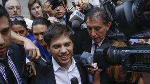 Axel Kicillof (centro), ministro argentino de Economía, sale de una reunión con el mediador en torno al pago de la deuda, Nueva York, 7 de julio de 2014.