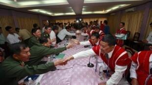 Власти Бирмы ведут мирные переговоры с каренскими боевиками