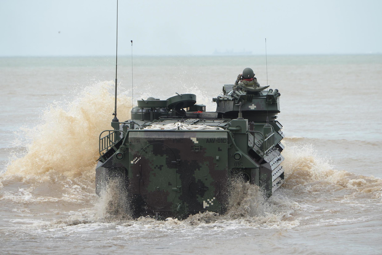 Xe thiết giáp lội nước của thủy quân lục chiến Philippine trong cuộc tập trận ở Vịnh Subic, ngày 21/09/2019