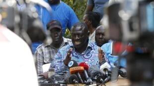 Chama cha FDC cha Kizza Besigye( kwenye Picha) kimezindua kampeni dhidi ya mageuzi ya Katiba.
