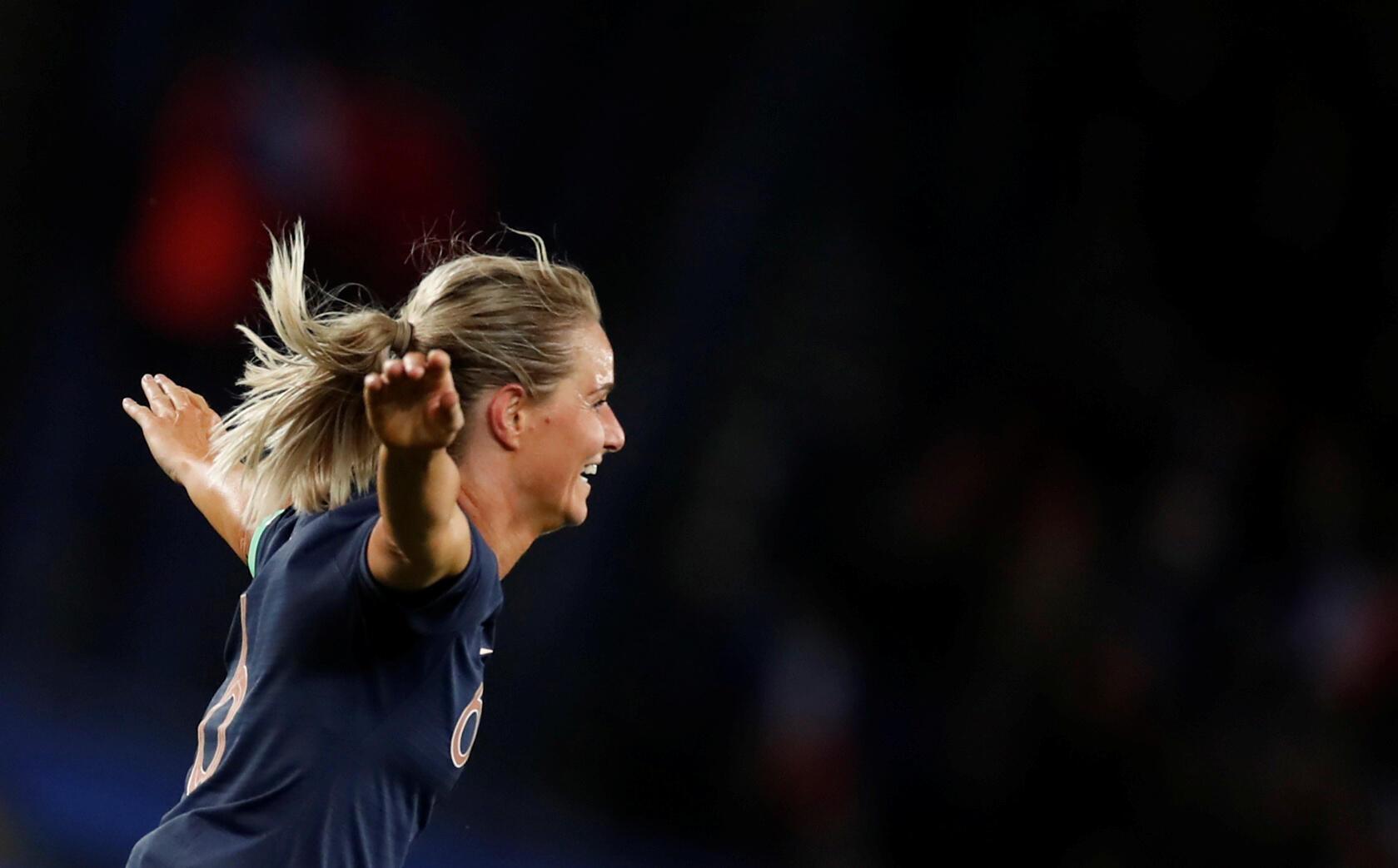 Amandine Henry festeja após marcar o quarto gol na goleada de 4-0 sobre a Coreia do Sul, 07/06/2019