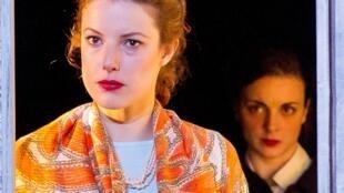Las actrices Hélène Degy (Irene) y Ophélie Marsaud (Elsa).