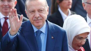 Le président turc Recep Tayyip Erdogan arrive à l'aéroport Tegel de Berlin, en Allemagne, le 27 septembre 2018.