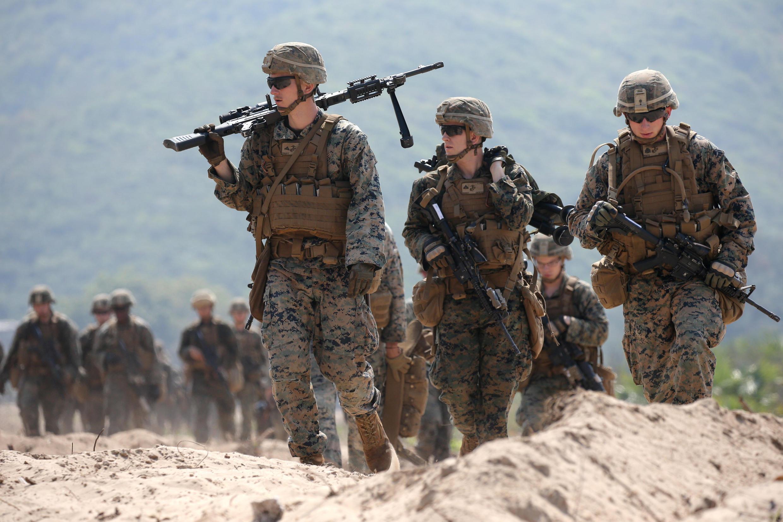 2018年2月16日在泰國參加美泰第37次金色眼鏡蛇聯合軍事演習的美國海軍陸戰隊成員。