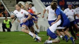 La N.8 du XV de France féminin Romane Ménager à l'attaquant contre l'Italie dans le Tournoi des six nations, le 8 février 2020 à Limoges