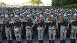 7月22日杜尚别集合的演习军人