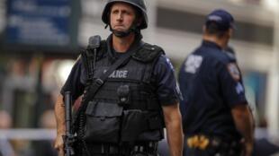 Policiais em frente ao Empire State Building, em Nova York, após tiroteio que resultou em dois mortos e nove feridos na última sexta-feira.