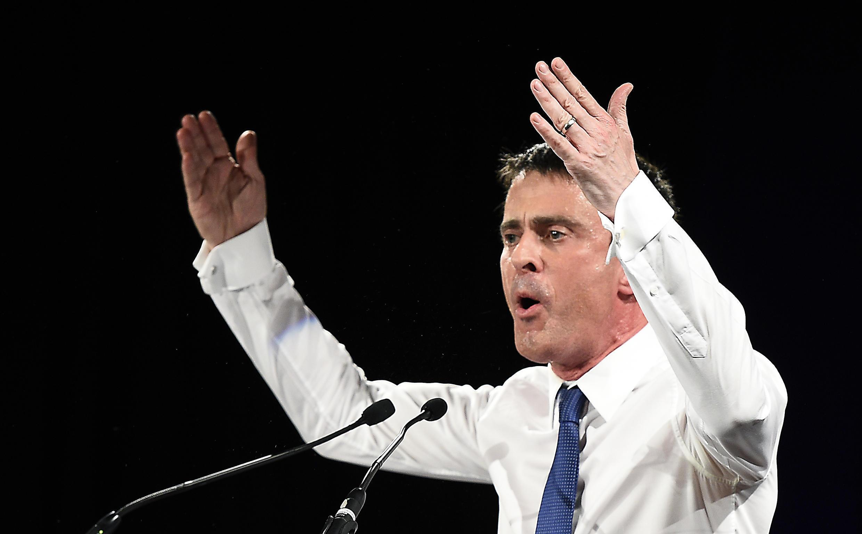 Manuel Valls apresenta medidas para combater a exclusão social de jovens da periferia francesa.