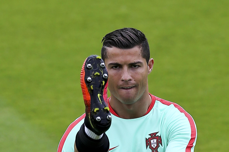 Сам Криштиану Роналду заявил, что в воскресенье «Португалия впервые может завоевать первый крупный трофей».