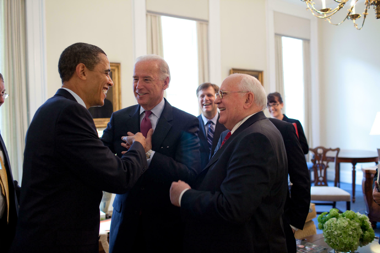 Барак Обама, Джо Байден и Михаил Горбачев 20/03/2009 (архив)