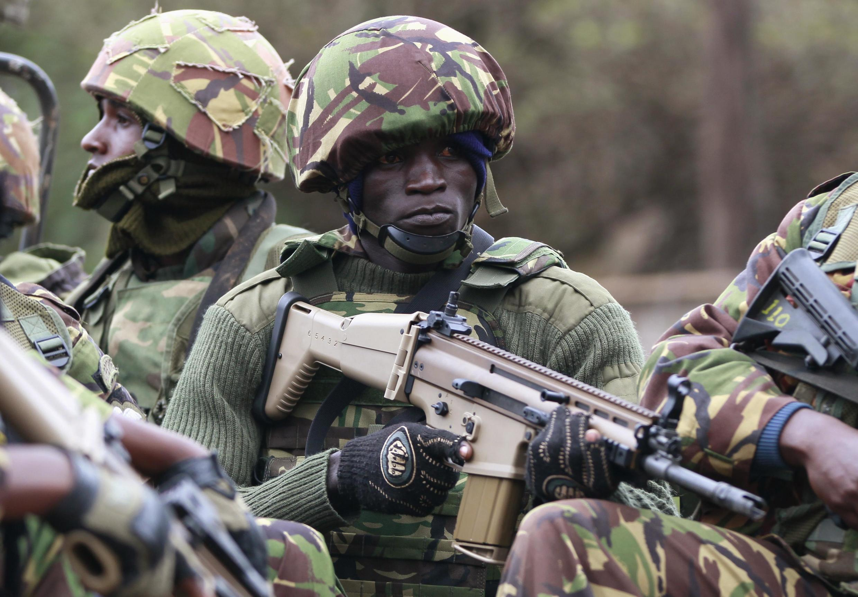 Des soldats kényans à Nairobi, en route pour le centre commercial Westgate, ce dimanche 22 septembre.