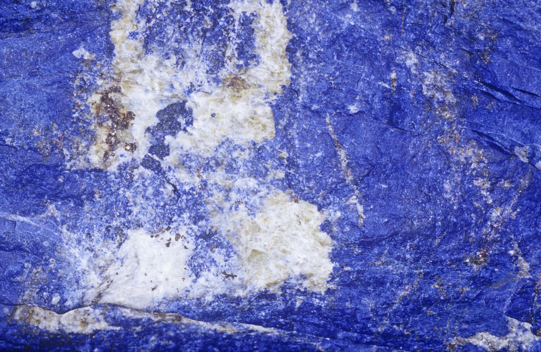 Bloc de lapis-lazuli afghan.