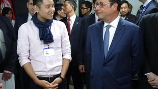 Đại diện Linkbynet ở Việt Nam Bùi Vĩnh Thụy tiếp tổng thống Hollande ngày 07/09/2016.