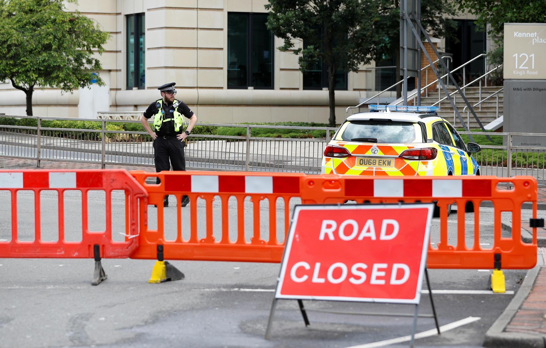 По данным британского информационного агентства PA Media, мужчина напал с ножом на несколько групп отдыхавших в парке людей.