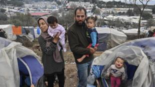Partes del campamento de Moria, en Lesbos, sólo tienen un grifo para 1.300 personas.