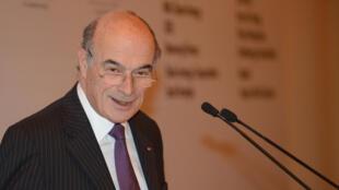 Le président d'honneur d'EDF, Pierre Gadonneix, prononce son discours lors d'un sommet à New Delhi, le 6 Février 2013.