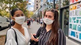 Estudantes Samia e Vanessa, de 16 anos, são fãs de maquiagem, mas têm deixado de lado o batom.