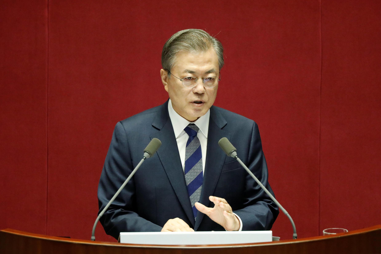 图为韩国总统文在寅2018年11月1日会议照片
