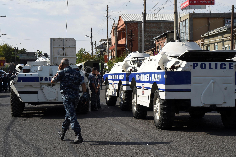 Улица, где находится захваченное здание, полностью перекрыта полицией