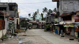 Một khu phố vắng bóng người tại thành phố Marawi, khi quân đội Philippines tiến vào, ngày 25/06/2017