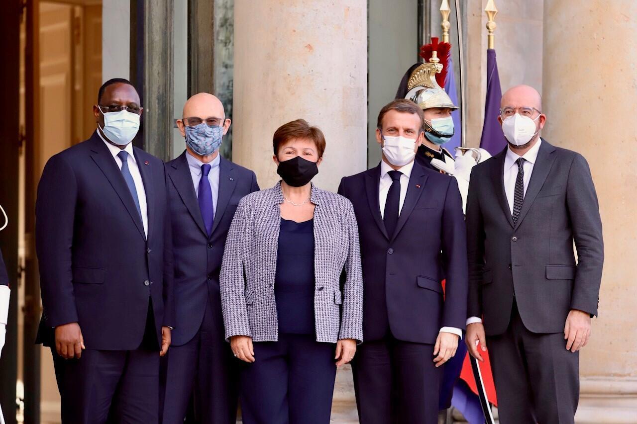 No Palácio do Eliseu : Macky Sall (Presidente do Senegal), Pascal Lamy (Presidente do Conselho executivo do Fórum de Paris), Kristilina Georgieva (directora geral do FMI), Emmanuel Macron (Presidente francês), Charles Michel (Presidente do Conselho Europeu).