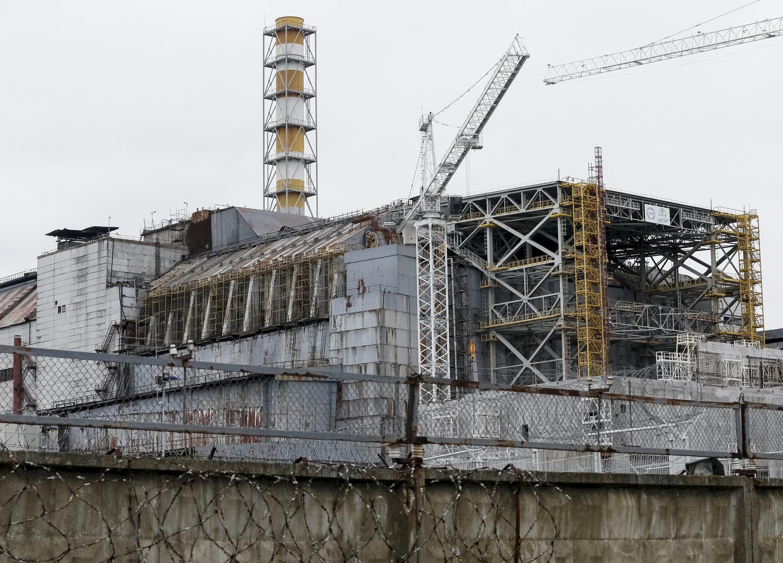 Чернобыльская АЭС с 2000 года не генерирует электроэнергию, а для обслуживания арки нужно искать новые источники.