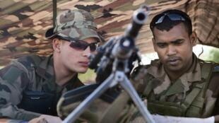 Com a diminuição do número de soldados será difícil manter a atual capacidade de operações militares da França no exterior.
