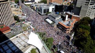 圖為委內瑞拉首都加拉加斯2019年2月2日舉行反對派示威抗議馬杜羅政權聲勢浩大集會