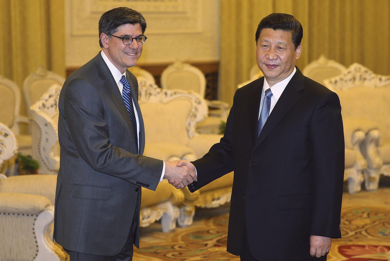 Chủ tịch nước Trung Quốc Tập Cận Bình (P) tiếp bộ trưởng Tài chính Mỹ Jacob Lew, Bắc Kinh, 19/03/2013