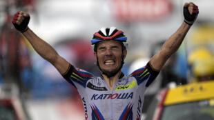 Joaquim Rodriguez, celebra su segunda victoria de esta edicion en la meta de Plateau de Beille.
