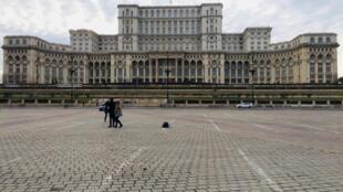Cung Nghị Viện Rumani nhìn từ Piata Constitutiei.