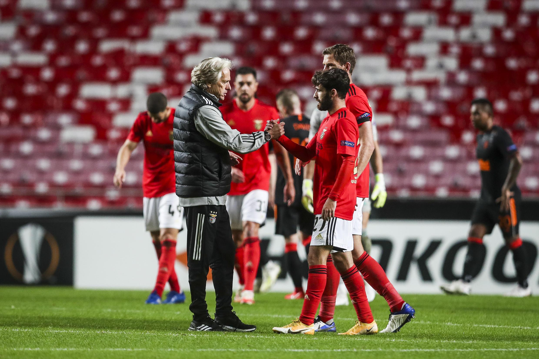 O Benfica e Jorge Jesus (esquerda), treinador dos encarnados, empataram a três bolas frente ao Rangers.