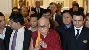 Le chef spirituel des bouddhistes tibétains, le Dalaï Lama, se trouvait à Bangalore au sud de l'Inde pour un colloque sur la paix et l'économie, le 6 décembre 2015.