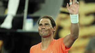 Rafael Nadal sonríe al término de su partido contra Michael Mmoh en el Abierto de Australia, el 11 de febrero de 2021 en Melbourne