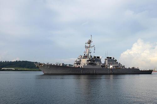 Khu trục hạm Mỹ USS John S. McCain tại Subic Bay tham gia cuộc tập trận CARAT với Philippines 2014.
