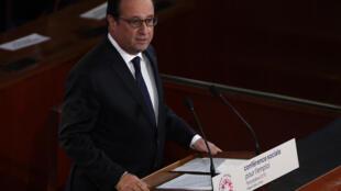 O presidente francês, François Hollande discursa na abertura  da 4ª conferência social do Partido Socialista em Paris. 19 de outubro, 2015
