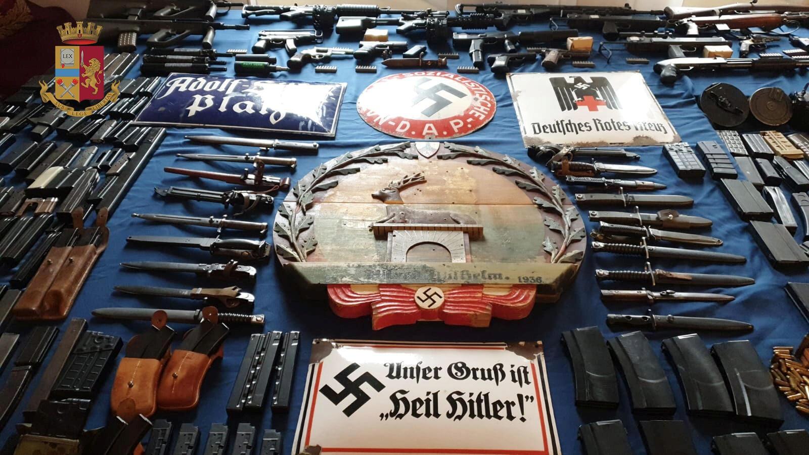Diversos objetos em apologia ao nazismo foram encontrados no depósito