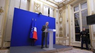 法国总理埃罗周五在总理府宣布与国际钢铁巨头-安赛乐-米塔尔达成注资协议